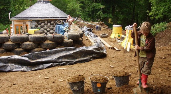 Groundhouse - Earthship in Brittany on earthen homes plans, quonset hut homes plans, earth berm home plans, straw bale house plans, compressed earth block house plans, earth oven plans, tire houses plans, large rambler house plans, earth home floor plans, rammed tire building, partial earth contact home plans,